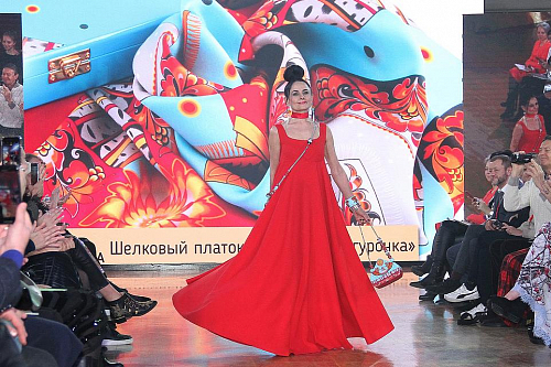 VIDEO: THE COLLECTION OF LADA&LIZA FASHION HOUSE OPENED THE 'MATRESHKA FASHION WEEK' GALA SHOW